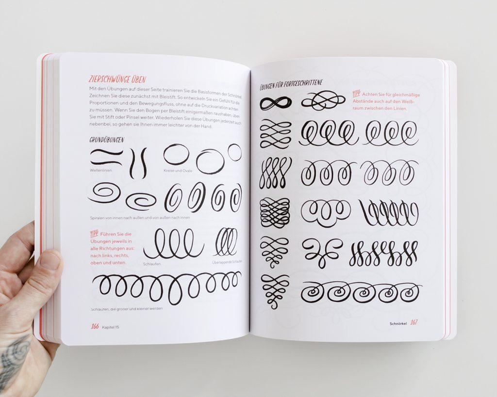 """Doppelseite aus dem Kapitel """"Schnörkel"""", """"Praxisbuch Brush Lettering"""" von Chris Campe"""