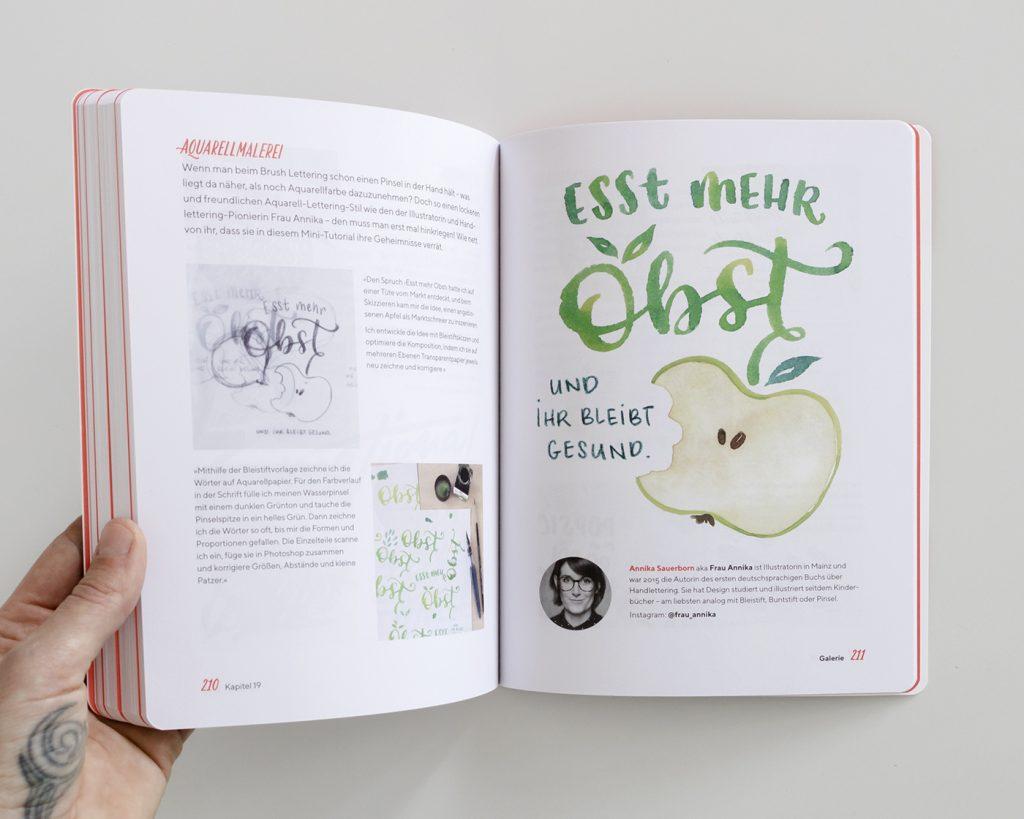 """Doppelseite aus dem Kapitel """"Galerie"""" mit einem Brush Lettering Beispiel von Frau Annika, """"Praxisbuch Brush Lettering"""" von Chris Campe"""